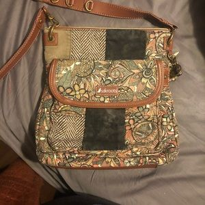 Adorable sakroots cross body purse